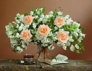 Букет роз и спиреи